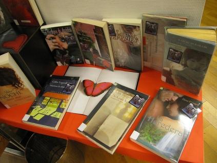 O 5 e o 6 de xullo deste mesmo ano (2013), A Coruña acolleu o II Congreso de Novela Romántica, ao que desde as bibliotecas municipais queremos contribuir poñendo ao voso dispor unha pequena mostra do xénero. Déixate namorar pola literatura romántica!